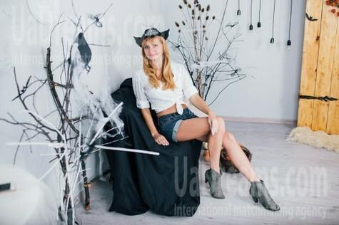 Irinka from Cherkasy 33 years - great weather. My small public photo.