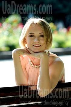 Oksana from Rovno 32 years - nice smile. My small public photo.