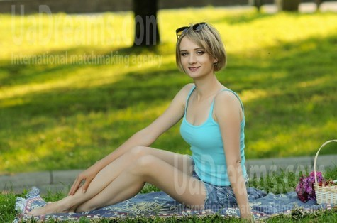 Oksana 33 years - independent woman. My small public photo.