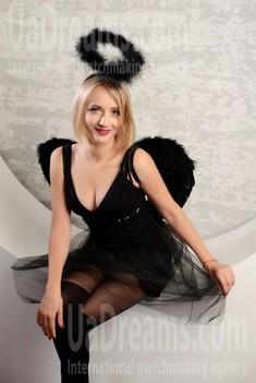 Oksana 33 years - single russian woman. My small public photo.