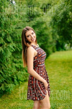 Mariana from Ivanofrankovsk 28 years - wants to be loved. My small public photo.