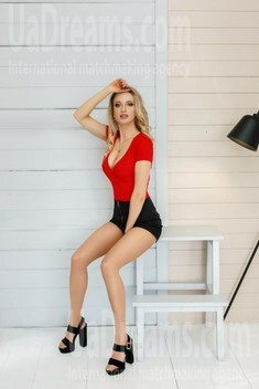 Julia from Ivano-Frankovsk 27 years - waiting for husband. My small public photo.