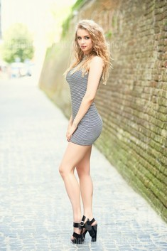 Julia from Ivanofrankovsk 26 years - eyes lakes. My small public photo.