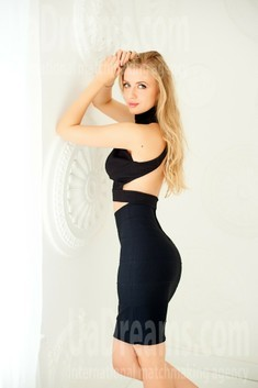 Julia from Ivanofrankovsk 26 years - want to be loved. My small public photo.