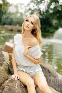 Julia from Ivanofrankovsk 26 years - ukrainian girl. My small public photo.