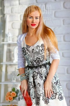Tamila from Dnipro 33 years - amazing girl. My small public photo.