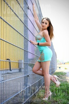 Julia from Zaporozhye 25 years - nice fiancee. My small public photo.