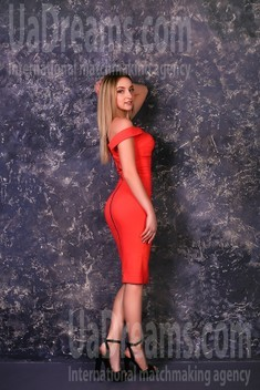 Julia from Zaporozhye 27 years - search for love. My small public photo.