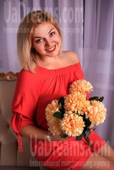 Asya from Zaporozhye 26 years - favorite dress. My small public photo.