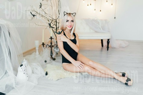 Kate from Cherkasy 20 years - eyes with love. My small public photo.