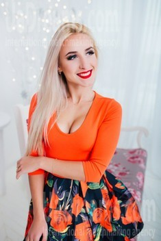 Kate from Cherkasy 20 years - intelligent lady. My small public photo.