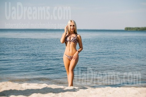 Kate from Cherkasy 22 years - bright smile. My small public photo.