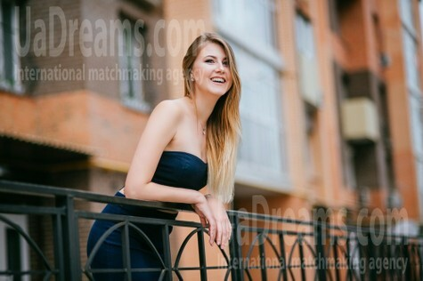 Oksana from Poltava 25 years - smiling for you. My small public photo.