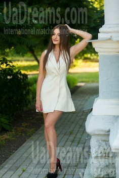 Lenochka from Sumy 25 years - smiling for you. My small public photo.