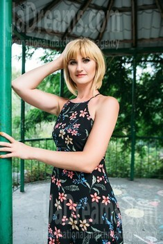 Oksana from Sumy 35 years - on a summer outing. My small public photo.