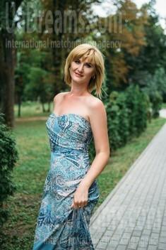 Oksana from Sumy 35 years - ukrainian woman. My small public photo.