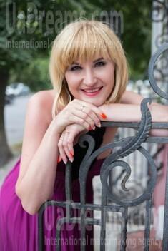 Oksana from Sumy 35 years - kind russian girl. My small public photo.