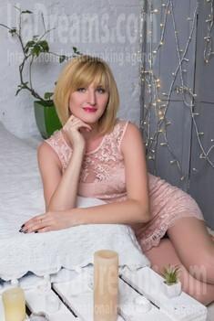 Oksana from Sumy 35 years - easy charm. My small public photo.