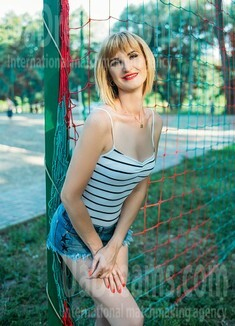 Oksana from Sumy 36 years - attractive lady. My small public photo.