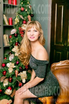 Tanya from Sumy 33 years - single russian woman. My small public photo.