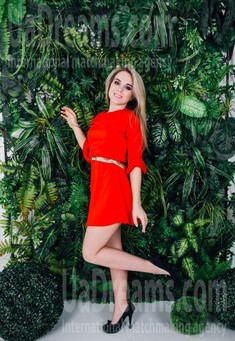 Arina from Cherkasy 19 years - smiling for you. My small public photo.