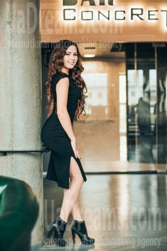 Lilia from Poltava 24 years - want to be loved. My small public photo.