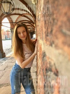 Ira from Ivanofrankovsk 26 years - bright smile. My small public photo.