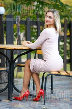 Lina from Kremenchug 38 years - single russian woman. My small public photo.