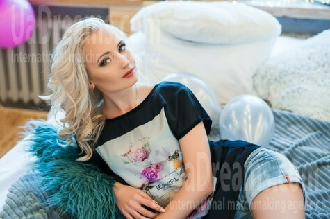 Kate from Dnipro 23 years - nice fiancee. My small public photo.