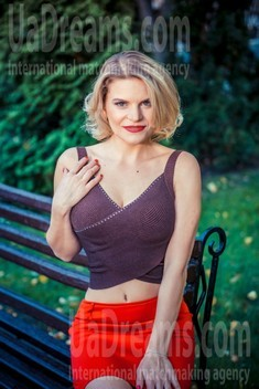 Olechka from Sumy 33 years - cool photo shooting. My small public photo.