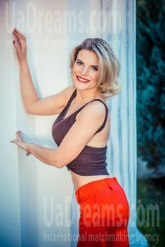 Olechka from Sumy 33 years - soft light. My small public photo.