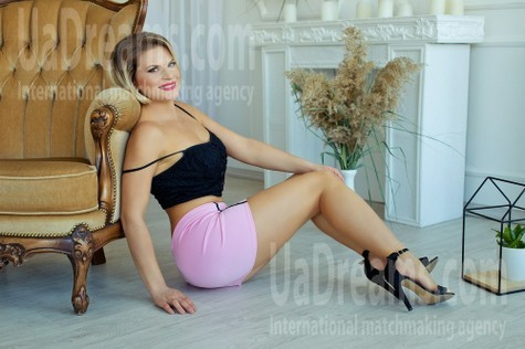 Olya from Sumy 36 years - beautiful and wild. My small public photo.
