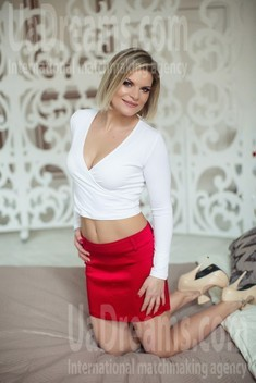 Olya from Sumy 36 years - bright smile. My small public photo.