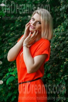 Olya from Sumy 36 years - romantic girl. My small public photo.