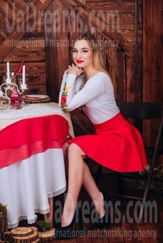 Lily from Cherkasy 20 years - wants to be loved. My small public photo.