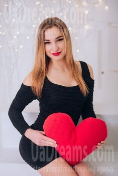 Lily from Cherkasy 20 years - single russian woman. My small public photo.