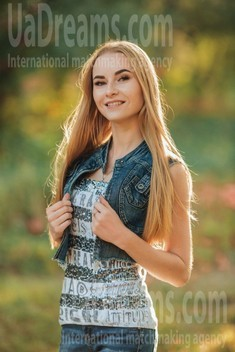 Anna from Poltava 19 years - happy woman. My small public photo.