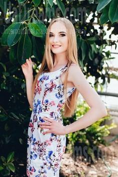 Anna from Poltava 19 years - future bride. My small public photo.