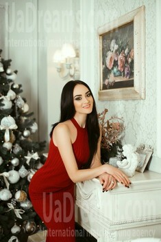 Olena from Kiev 25 years - nice smile. My small public photo.