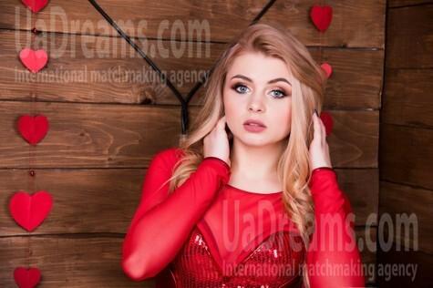 Katia from Ivanofrankovsk 22 years - nice fiancee. My small public photo.