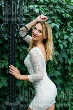 Svetik from Sumy 35 years - wants to be loved. My small public photo.