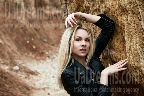 Alena from Odessa 26 years - romantic girl. My small public photo.