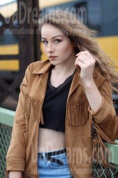 Daria from Poltava 21 years - seeking man. My small public photo.