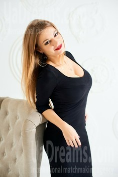 Myrosia from Ivanofrankovsk 29 years - look for a man. My small public photo.
