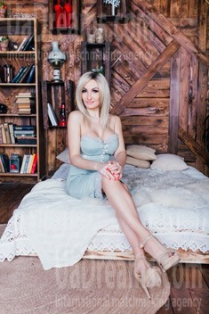 Alena from Cherkasy 40 years - seeking man. My small public photo.