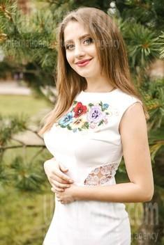 Vika from Ivanofrankovsk 20 years - loving woman. My small public photo.