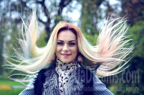 Julia from Rovno 31 years - Kind-hearted woman. My small public photo.