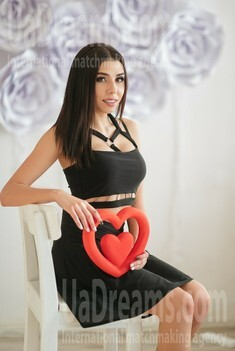 Marina 19 years - ukrainian woman. My small public photo.