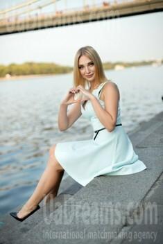 Julia from Kiev 33 years - sunny day. My small public photo.