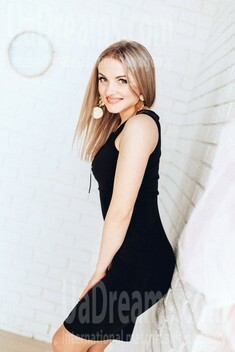 Yana from Poltava 29 years - ukrainian woman. My small public photo.